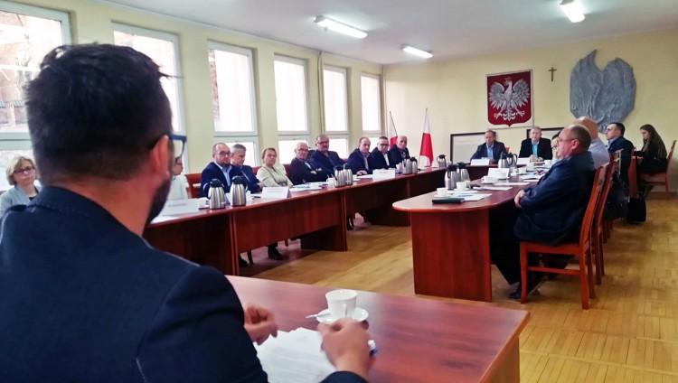 """Kara za ZGKiM w Dzierzgoniu? Radni o niczym nie wiedzieli. Prezes: """"Taką sytuację zastałem"""". Burzliwa XLIII sesja Rady Miejskiej"""