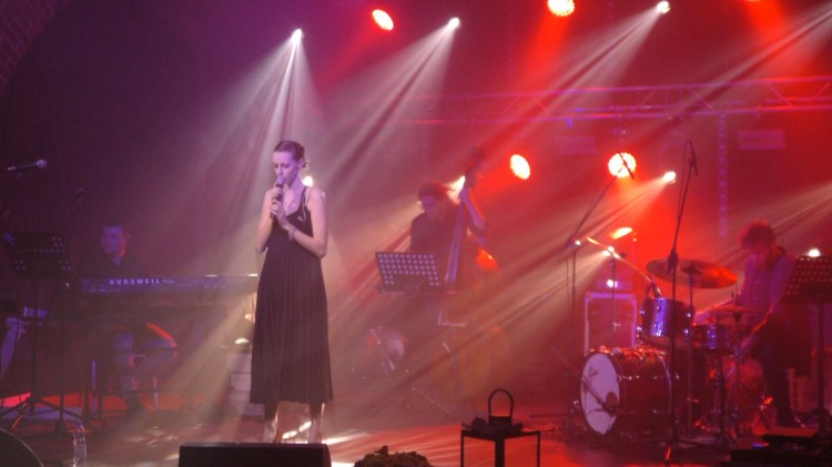 Młodzież zaprezentowała twórczość wielkich nieobecnych. Gwiazdą festiwalu była Agata Kujawa.