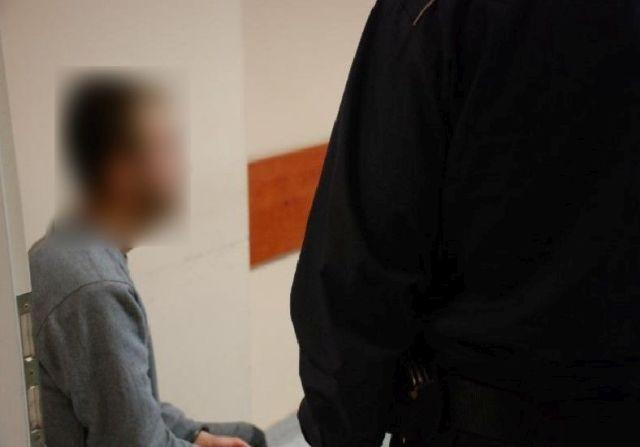 Ukradli perfumy warte prawie 800 zł. Dwóch mężczyzn w rękach policji.