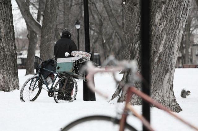 Coraz niższe temperatury mogą zabrać komuś życie. Nie bądźmy obojętni! - Apel policji.