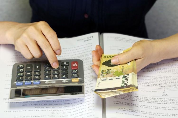 Jak działa porównywarka kredytów gotówkowych i dlaczego warto z niej korzystać?