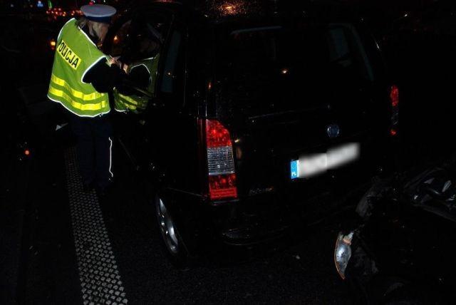 Zderzenie trzech samochodów. Jedna osoba poszkodowana.