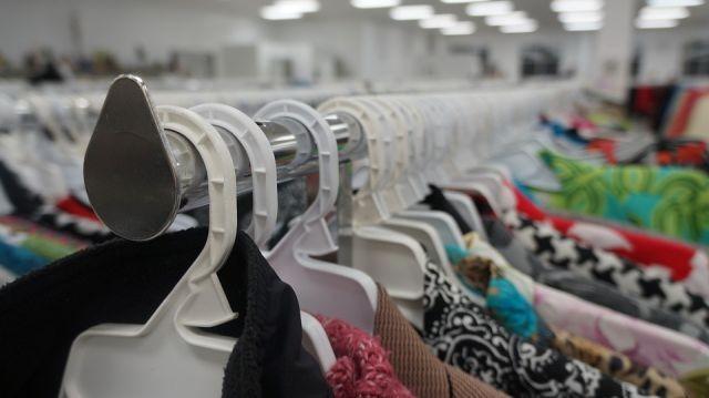 Masz niepotrzebne ciepłe ubrania? Przynieś je do punktu Caritas -