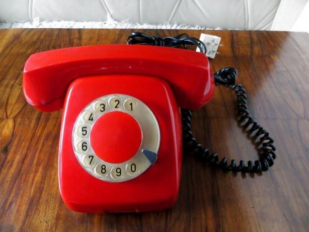 Już tylko co jedenasty Polak korzysta z telefonu stacjonarnego