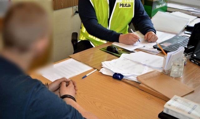 Narkotyki i kradzieże. 20-latek w rękach policji