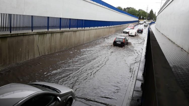 Tunel na ul. de Gaulle'a w Malborku zalany. AKTUALIZACJA