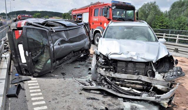 Zderzenie trzech samochodów – policjanci apelują o rozwagę na drodze