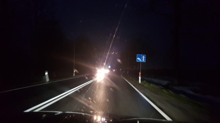 A w Królewie nadal ciemno. Kiedy w końcu zaświecą tam lampy?