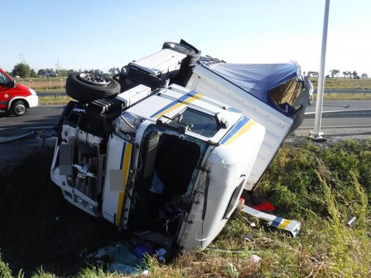 Orłowo: Zderzenie samochodu ciężarowego z samochodem osobowym. Dwie osoby poszkodowane
