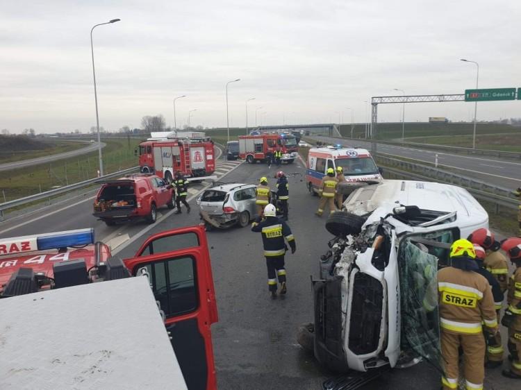 Jedna osoba poszkodowana po wypadku trzech samochodów na trasie S7.