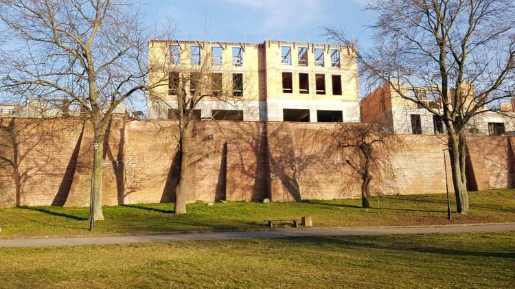 Budowa kamienic na Starym Mieście w Malborku. Zobacz postęp prac Marzec 2020 [wideo, galeria zdjęć]