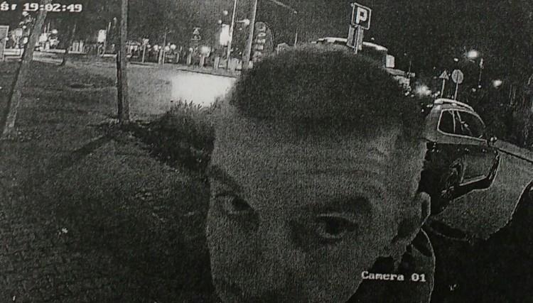 Rozpoznajesz mężczyznę ze zdjęcia? Zadzwoń na policję.