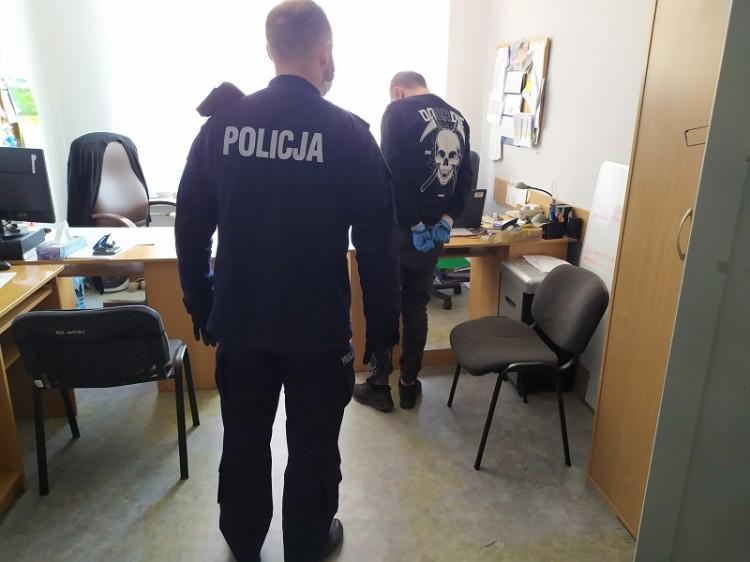Podpalacz klatek schodowych w rękach policji.