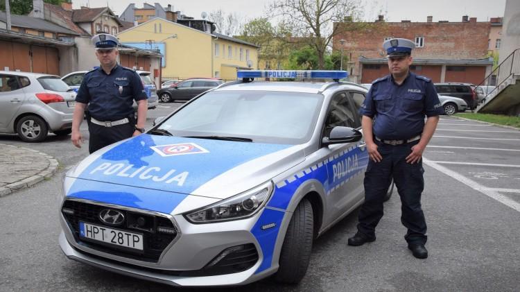 Policjanci uratowali tonącego wędkarza.