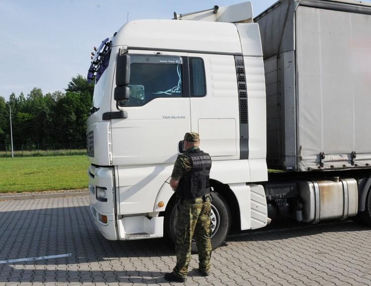 Chciał wyjechać z Polski skradzioną ciężarówką.