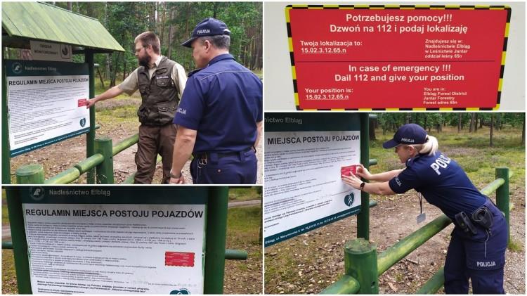 """""""Bądź bezpieczny w lesie"""" - czerwone naklejki informacyjne w lasach Mierzei Wiślanej."""
