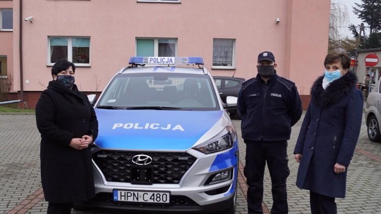 Stary Targ. Policjanci jeżdżą już nowym radiowozem.