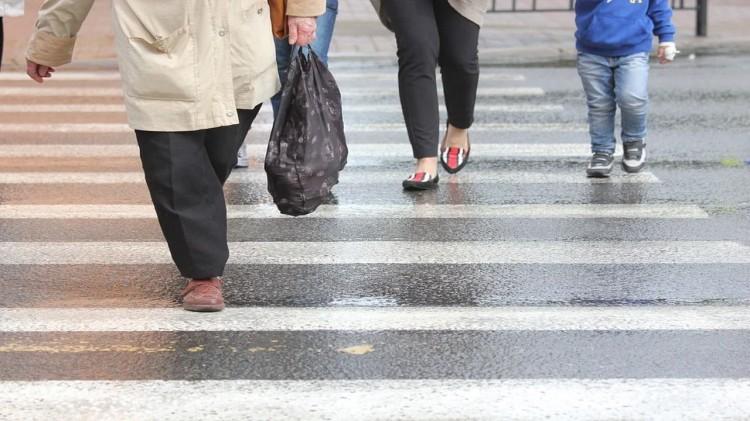 Potrącenie kobiet na przejściu dla pieszych – raport sztumskich służb mundurowych.