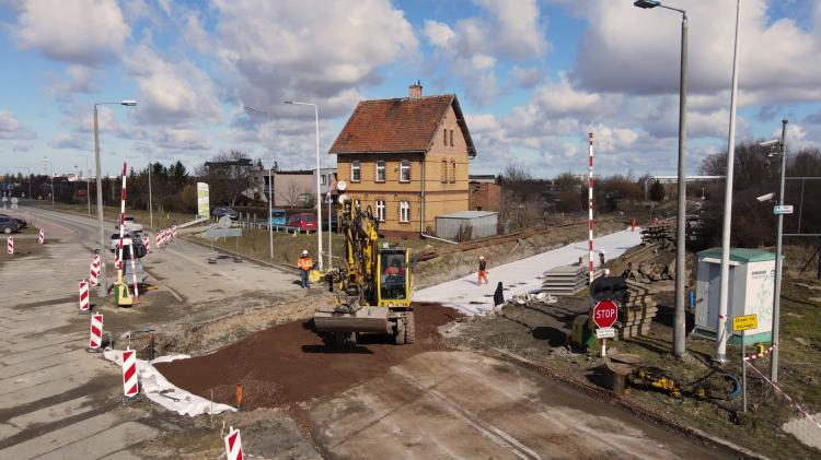 Zobacz postęp prac przy przebudowie przejazdu kolejowego linii nr 207 w Nowej Wsi Malborskiej. Wideo z lotu ptaka