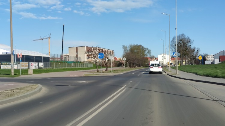 Malbork. Skrzyżowanie ulic Kotarbińskiego i de Gaulle'a - powstanie sygnalizacja świetlna czy rondo? (DW 515)