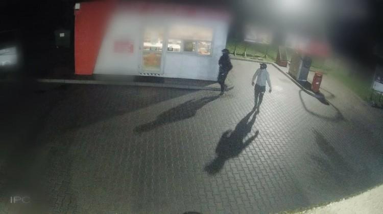 Nowy Dwór Gdański. Chcieli okraść myjnię - szuka ich policja.