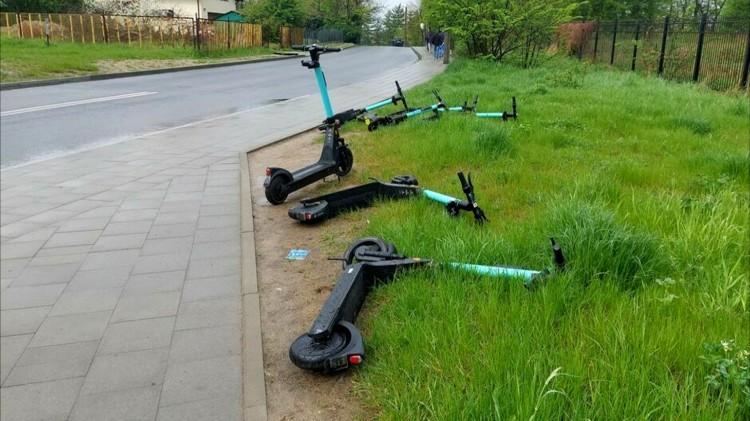 Ustalono stawki za usuwanie hulajnóg z dróg.