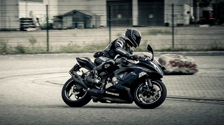 Sezon motocyklowy w pełni. Policja apeluje o rozwagę.