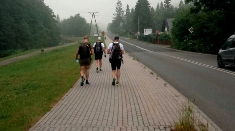 WOT. Idą wzdłuż Wisły, by wspomóc budowę hospicjum.