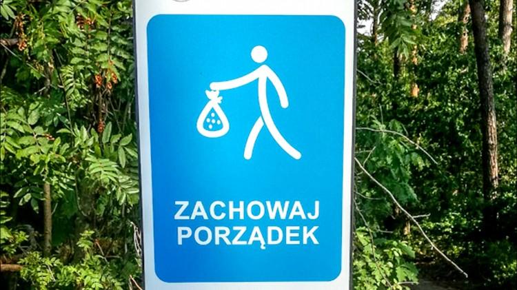 Nadleśnictwo Elbląg. Zabierz ze sobą swoje śmieci z lasu - apelują leśnicy.