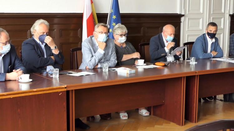 Malbork. Przyszłość Pomorza – konferencja prasowa posłów i senatorów KO.