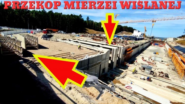 Przekop Mierzei Wiślanej. Pierwsze elementy konstrukcji wrót śluzy już na budowie.