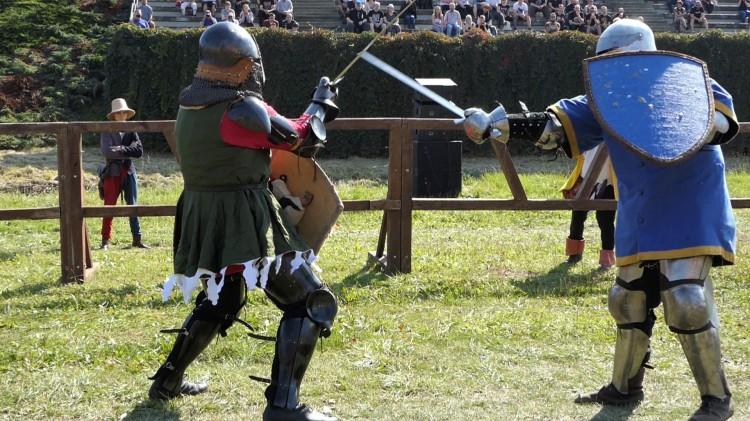 Malbork. Pod zamkiem walczyli rycerze – Sportowe Walki Rycerskie już za nami.