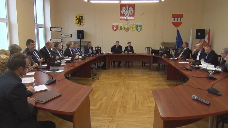 """POWIAT SZTUMSKI POZOSTAJE CZŁONKIEM LGD """"KRAINA DOLNEGO POWIŚLA"""". VII SESJA RADY POWIATU SZTUMSKIEGO – 28.04.2015"""