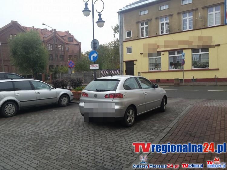 Zastawiony wyjazd z parkingu na 17-marca w Malborku – 21.10.2015