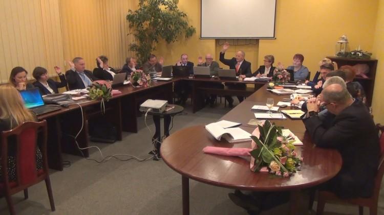 Budżet na rok 2016 Miasta i Gminy Sztum przyjęty. Dyskusje w trakcie sesji miejscami bardzo żywiołowe – 30.12.2015