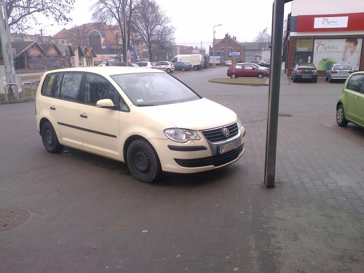 Parkują byle gdzie i byle jak. Mistrzowie(nie tylko)parkowania na Piaskach w Malborku - 06.02.2016