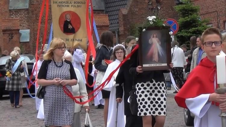 Tłumy mieszkańców Sztumu uczestniczyło w procesji Bożego Ciała z…