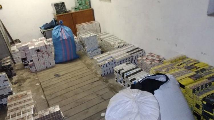 W garażu zamiast samochodu trzymał nielegalne towary warte ok. 340 tys.…