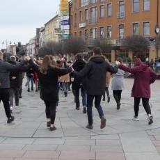 Debiut maturzystów ZSP4. Po raz czwarty klasy maturalne zatańczyły…